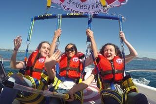 Filmez votre vol en bateau parachute parachutel au dessus de la baie de Saint Raphael